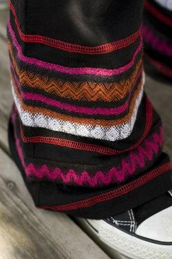 ストレッチ生地のブーツカットパンツ / 刺繍 リラックスパンツ レビューでタイカレープレゼント あす楽