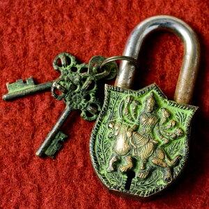 アンティック風南京錠 カーリー(緑) / アンティーク 鍵 レトロ インド エスニック アジア 雑貨