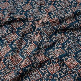 【送料無料】 【4.8m 長尺布】伝統息づくインドから 昔ながらの木版染めアジュラックデザインの伝統模様布 / ウッドブロック ボタニカル 唐草模様 手芸 生地 アジアン インテリア エスニック