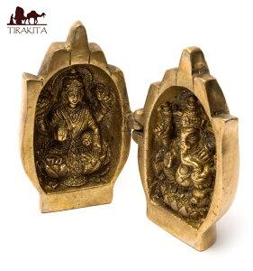【送料無料】 手に包まれたラクシュミとガネーシャ / 仏像 インド 神様 置物 エスニック アジア 雑貨