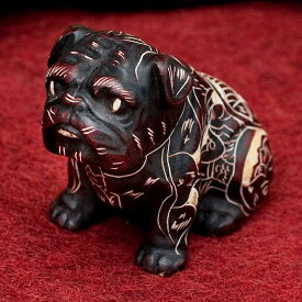 手彫り模様の座りパグ像 赤茶 5.5cm / レジン 神様 ヒンドゥー教 置物 犬 ブルドッグ インド エスニック アジア 雑貨