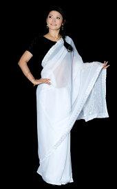 【送料無料】 インドのホワイトサリー【更紗刺繍】 / 民族衣装 デコレーション布 インドサリー レディース エスニック衣料 アジアンファッション エスニックファッション