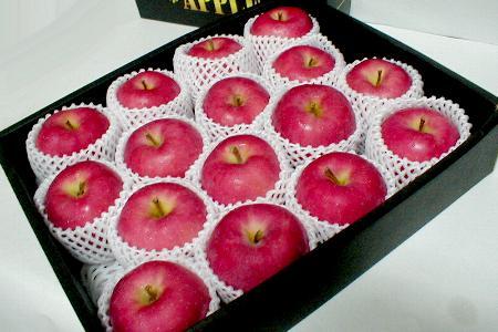 """青森産 陸奥(むつ)りんご5kg 大玉14〜16個入り化粧箱「特選品」○ご贈答おすすめ果物です美しくていい香りを持った""""キング・オブ・アップル""""!※お取り寄せとなりますためお時間頂戴することもあります"""