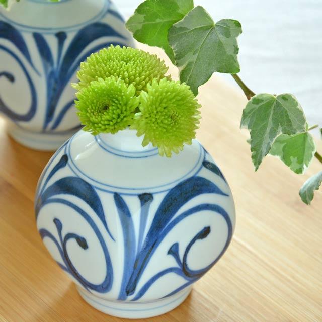 【砥部焼 梅山窯】からくさの四方花器