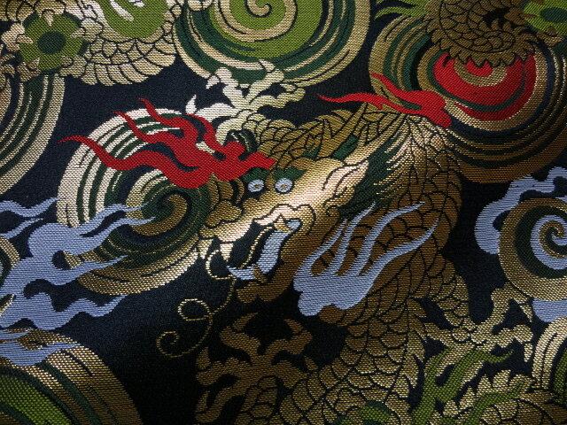 京西陣・金襴 生地 渦巻きに火炎龍(黒) 10cm単位 切り売り 布地 はぎれ ひな祭り 和柄 生地 よさこい きんらん 金らん