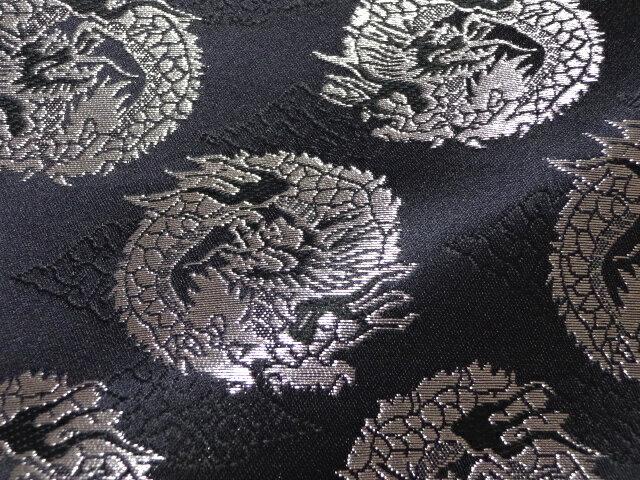 京西陣・金襴 生地 雲文地に丸龍(黒・銀) 10cm単位 切り売り 布地 はぎれ ひな祭り 和柄 生地 よさこい きんらん 金らん 龍柄