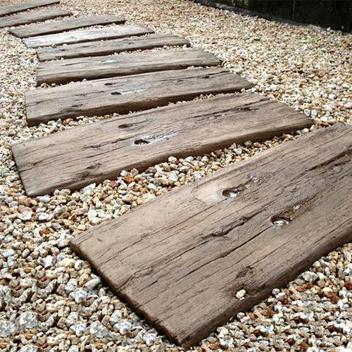 【腐食しない石製枕木】ブラッドストーン社製 ログ・スリーパー10枚セット(600mm)【英国製/コンクリート/枕木】(※メインの商品画像は湿った状態での撮影のため、乾燥状態と色調が異なります。新品状態は詳細画面でご確認いただけます。)