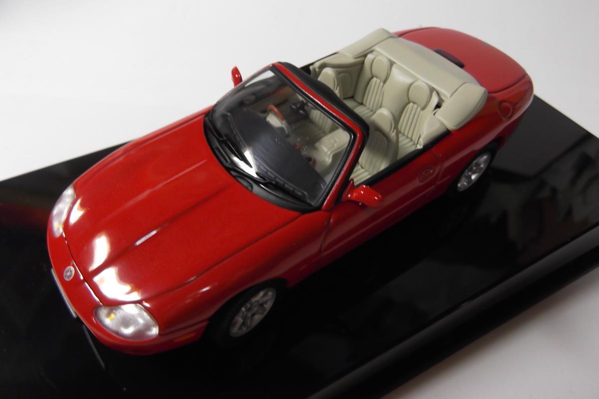AUTOart 1/43 53711 JAGUAR XK8 CABRIO red