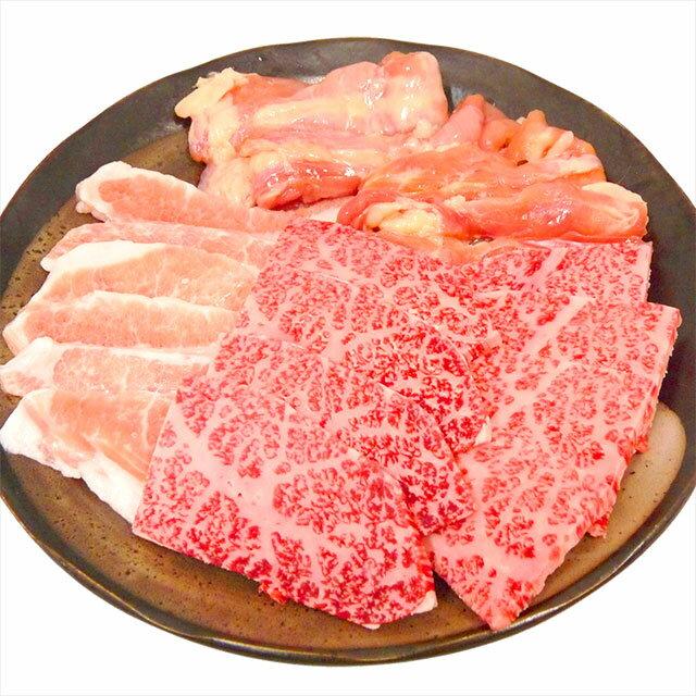 牛肉 豚肉 鶏肉が入って送料無料三品焼肉セット900gバーベキューセット BBQ セット 焼肉 ギフト プレゼント バーベキュー 3種 国産 楽ギフ_のし【ラッキーシール対応】