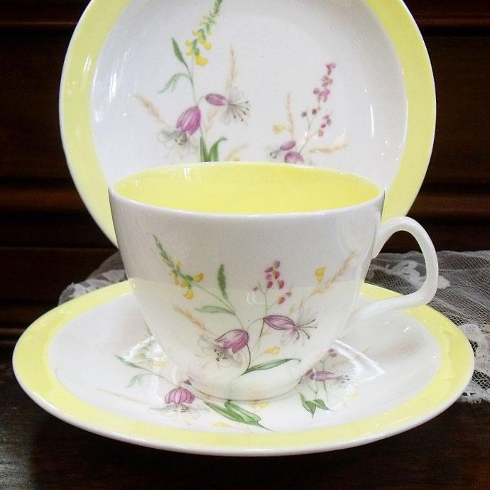 ◆アンティーク食器・陶磁器 フォリー 爽やかな絵柄のティーカップ/トリオ 1948-1963年◆