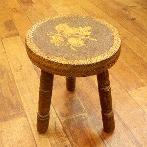 ◆アンティーク雑貨 ミニチェア 木製 どんぐり・ハート・ダイヤの彫りが可愛らしい