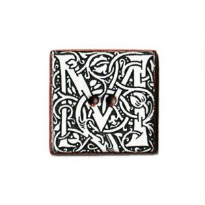 英国製 陶器ボタン ウィリアムモリス アールヌーヴォー アルファベット M 正方形 22mm 二つ穴 ストックウェルセラミックス BH16 手作り ハンドメイド かわいい 四角 スクエア William Morris メール