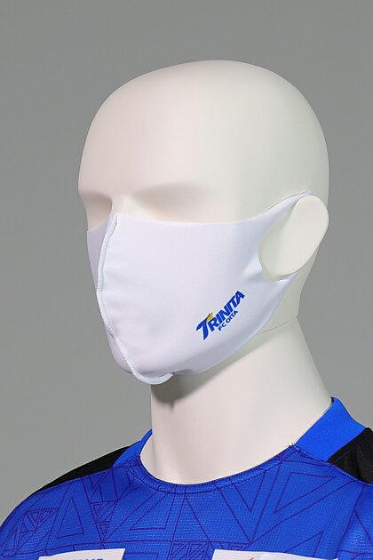 大分トリニータ快適素材の洗えるマスク(白)ロゴ着用2