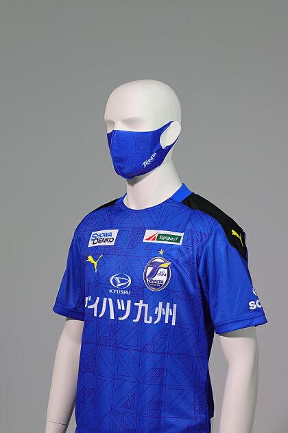 大分トリニータ快適素材の洗えるマスク(ユニ柄)着用1