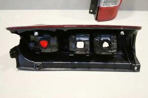 NV-350キャラバンE26系テールランプ片側