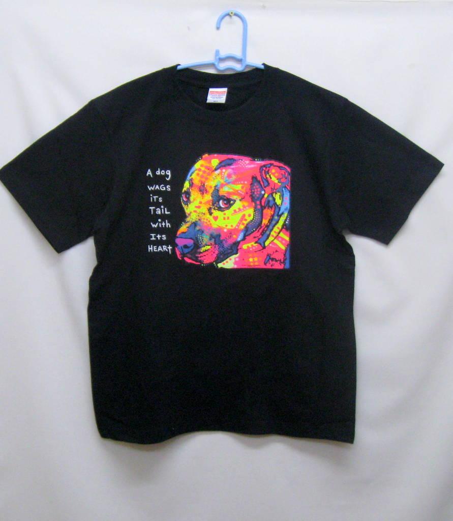 ピットブルテリア柄の半袖Tシャツです(ネオン)