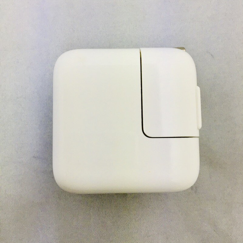 【中古】[ Apple ] Apple 純正 10W USB Power Adapter / iPad iPhone ipod などにも対応の USB 充電 アダプター 5V 2A 出力