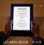 光るメニューブック。25×19センチ。
