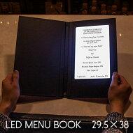 光るメニューブック。29.5×38センチ。