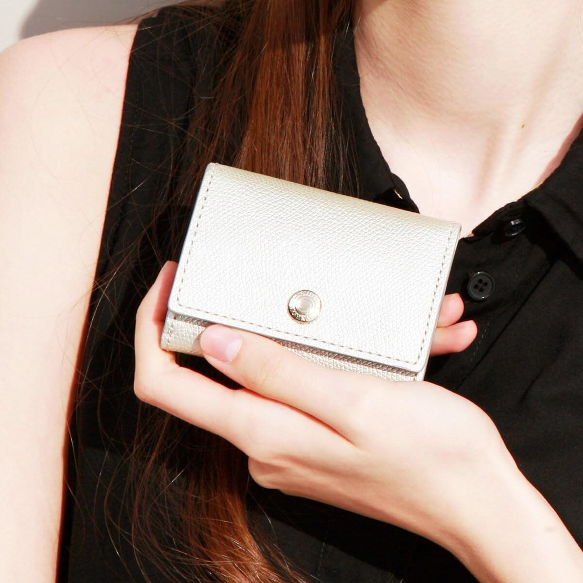 【公式】[トプカピ] TOPKAPI 角シボ型押しメタリックレザー・三つ折りミニ財布 COLORATO コロラート