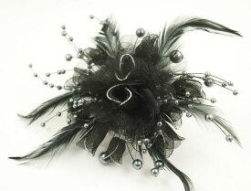 【送料無料】 コサージュ フェザー&パール「ブラック」 〔ヘアクリップ 黒 髪飾り 着物 和装 振袖 訪問着 まとめ髪 結婚式 卒園式 ブローチ&クリップ〕