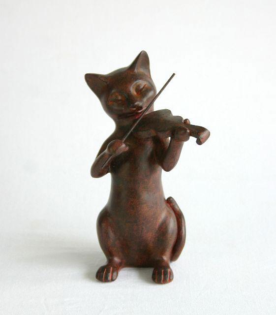 猫置物 バイオリン 楽器 オーケストラ 猫雑貨 置き物 ネコグッズ 猫グッズ ねこグッズ かわいい 飾り アンティーク風 インテリア雑貨 贈り物 結婚祝い 誕生日プレゼント ギフト【人気商品】Rust Cat バイオリン