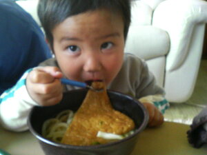 祖父から受け継いだ讃岐伝統の味を今に北海道産小麦100%使用かけうどん 4人前