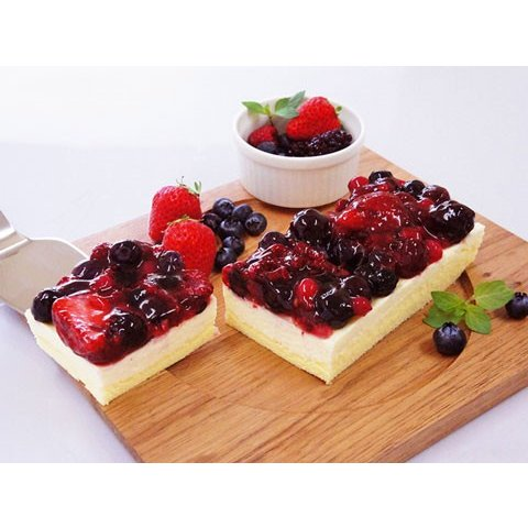 【送料無料】北海道スイーツ チーズケーキ 5種のベリー贅沢レアチーズ (約280g) / クリスマスケーキ お取り寄せ 通販 お土産 お祝い /