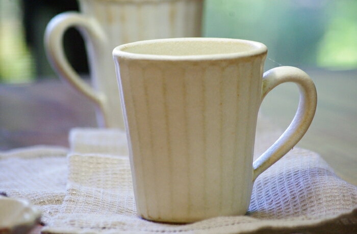 【名入れ】益子焼 kinariストレートマグカップ 送料無料 マグカップ ナチュラル モダン おしゃれ 北欧風 白 陶器 名入れ ギフト 結婚祝い 内祝い 父の日 母の日 敬老の日 贈答品 プレゼント(ss)