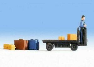 Nochノッホ16772 電動ハンドリフトに乗って荷物を運ぶ人【HO人形】【塗装済み】【ジオラマ小物】