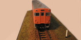 線路のある風景 ジオラマNo1-a 【キロポスト/境界票】ケース付きNゲージ(9ミリゲージ)鉄道模型レイアウト(シナリー)キハ(気動車)