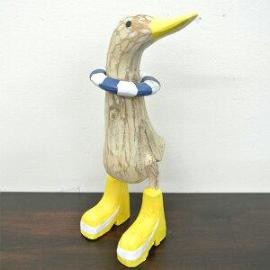 黄色い長靴を履いたアヒルの置物