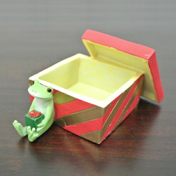 (プレゼントBOXの小物入れと カエル)カエル 置物 コポーやカエル グッズ 雑貨(バリ雑貨 アジアン雑貨)風水にもおすすめのカエルの置物(かえる 蛙 フロッグ)縁起物 置物 カエルのフィギュア(アジアン アジア)プレゼント ボックス Copeau(コポタロウ)かわいい(可愛い)