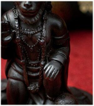 猿族の王子様ハヌマーンの像