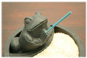 アジアン雑貨カエルのラウンド型ストーン香立て