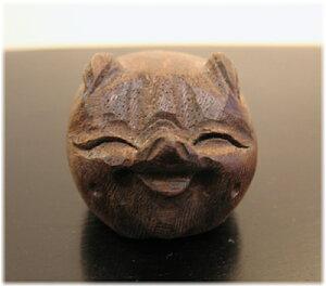 木彫りのミニブタの置物