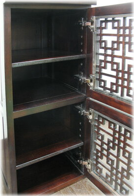 2段細かい格子扉付きキャビネット