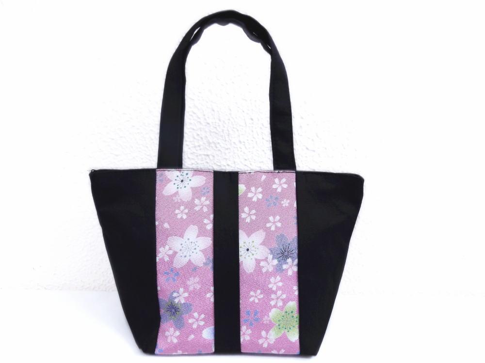 和柄ちりめん友禅黒地手提げミニトートバッグ(ランチバッグ)紫ピンク地桜 和小物