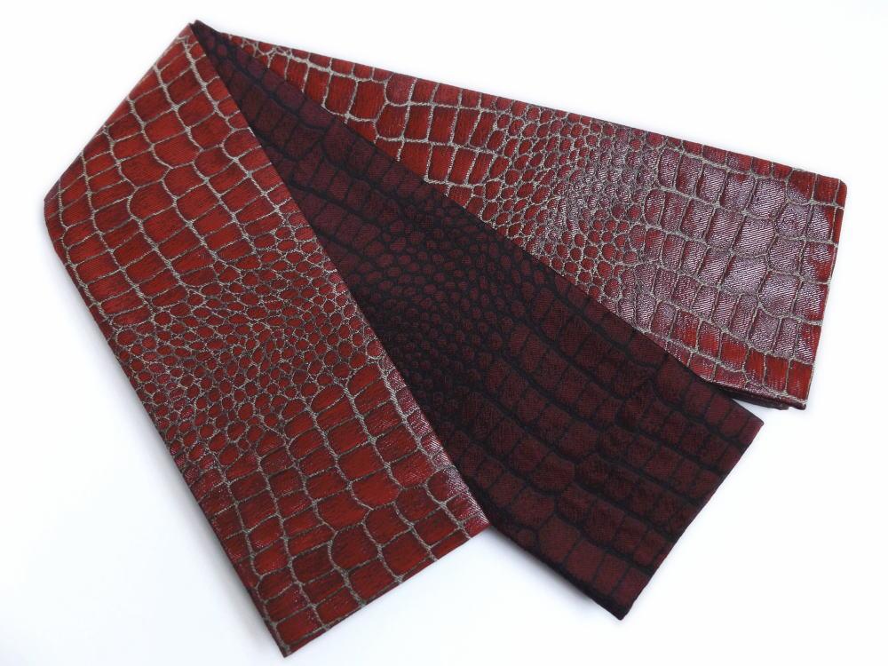 粋なメンズ男物男性織地小袋リバーシブル角帯ラメ糸濃赤色地クロコダイル柄 浴衣&着物に 日本製