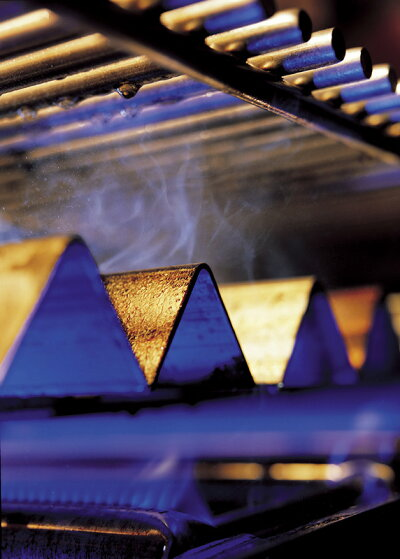 Weberウェーバージェネシス2E-410蓋付き大型バーベキューコンロ4バーナーガスグリルGBS(グルメバーベキューシステム)対応搭載型ホーロー加工鋳物焼き網#62010108温度計/サイドテーブル付(12〜15人用)【日本正規品10年保証】