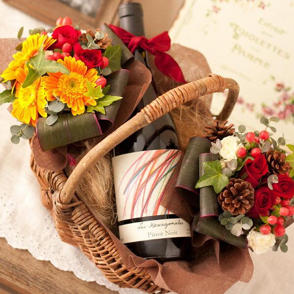 【送料無料】愛らしいスタイルの赤ワイン(レ・ゼキサゴナルピノ・ノワール)と暖かい赤バラの花束のフラワーバスケット【誕生日プレゼント 女性 彼女 母親 妻】【fsp2124】【RCPnewlife】webflora