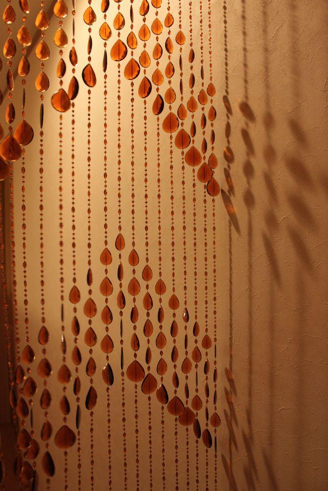 ●スタッフおススメ! ビーズ のれん カーテン【85x150cm】アウトレット インスタ映え レトロ かわいい ★キズ汚れ・箱不良多少あり レトロかわいいビーズのれん 琥珀【※一回の注文で合わせて4個まで。】【インテリア】【K-04a】