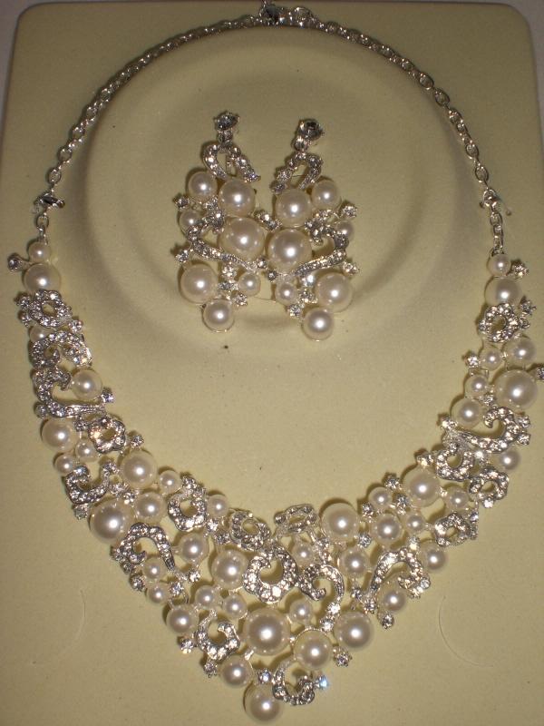 送料無料 ネックレス ウエディング ブライダルジュエリー 結婚式 超豪華 ゴージャスなパールの輝き王妃風 ネックレス+揺れるイヤリング