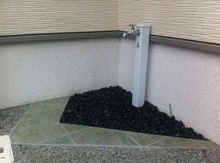 新那智黒石(磨き)8分1袋20kg入り<玉砂利>
