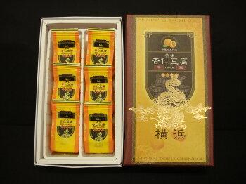 横浜中華街専門店の杏仁豆腐とろ〜っととろける杏仁豆腐の中にフルーツも入ってとても上品なデザートです☆リピーターの非常に多い商品です。オススメ!