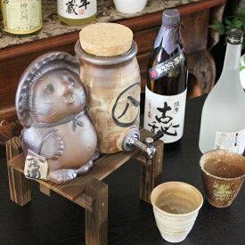 焼酎が美味しくなると評判の信楽焼 焼酎サーバー 還暦祝い たぬきの焼酎サーバー 陶器サーバー 信楽焼サーバー 狸サーバー ギフト 焼酎カップ2客付き ss-0111