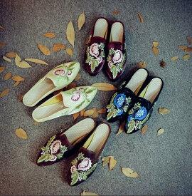 高級な感じレディース中華北京シューズ 唐装漢服シューズ 刺繍チャイナ靴サテン北京靴ダンスシューズ 夏パンプス コスプレシューズ ローヒール スリッパ サンダル 尖り