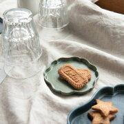 繊細な木綿の布目模様がきれいな花型プレート