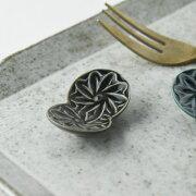再生陶土を使用したちょっと上品モチーフな箸置き