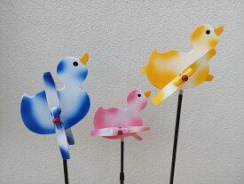 手造り 羽根付き風見鶏 赤ちゃんバード 3羽セット 設置ポールセット3組付き かざぐるま 風車  風見鶏 まわる カラカラ クルクル 羽根 回転 置物 ガーデニング 癒し なごみ エクステリア 木製 かわいい 赤ちゃんサンバ